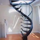 Dar Merdivenden Çıkmak